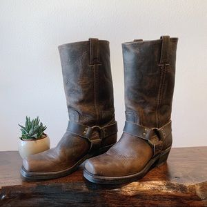 Frye Harness 12R leather boots in smoke